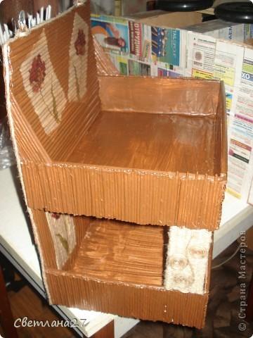 Из обычных картонных коробок получилась вот такая полочка. фото 2