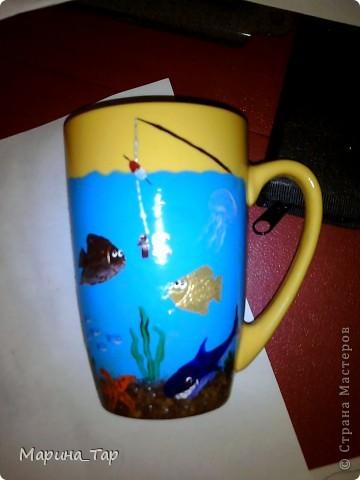 """Купили мы на работу чай, а в нем (в коробке) подарок - кружка и набор красок по стеклу с кисточкой для росписи. Сразу скажу, что эта краска мне не понравилась - плохо ложится на поверхность. Так что я ее сразу же """"дисквалифицировала"""". фото 1"""
