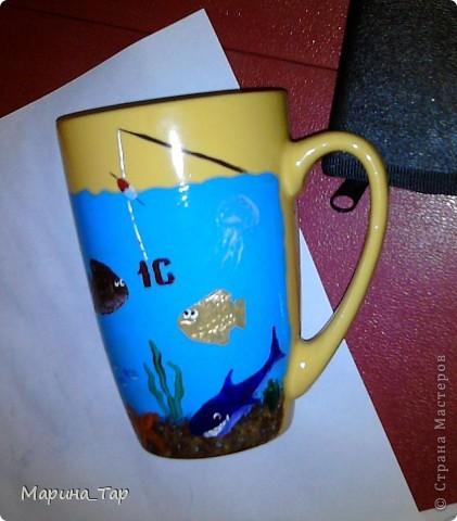 """Купили мы на работу чай, а в нем (в коробке) подарок - кружка и набор красок по стеклу с кисточкой для росписи. Сразу скажу, что эта краска мне не понравилась - плохо ложится на поверхность. Так что я ее сразу же """"дисквалифицировала"""". фото 4"""