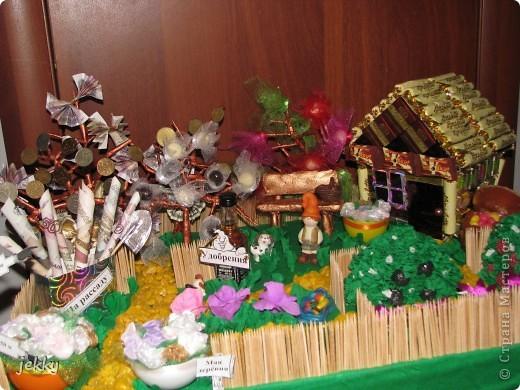В течение двух недель всей семьей делали подарок для крестного папы нашего старшего сына. Практически весь процесс засняли, так что делюсь тем, что есть. фото 1