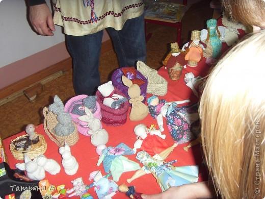 """Хочу поделиться фото репортаж ом с Рождественской ярмарки.. Столько все там было интересного и необычного.  Руками детей было сделано множество поделок.  Такой там был  теплый дух.. Так было приятно там  прибывать.. Ходить по этажам.. Попадать то на корабль """"Гале он"""" то в русскую избу.. фото 20"""