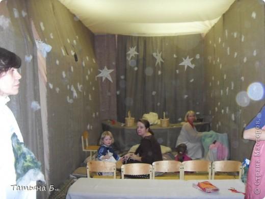 """Хочу поделиться фото репортаж ом с Рождественской ярмарки.. Столько все там было интересного и необычного.  Руками детей было сделано множество поделок.  Такой там был  теплый дух.. Так было приятно там  прибывать.. Ходить по этажам.. Попадать то на корабль """"Гале он"""" то в русскую избу.. фото 55"""