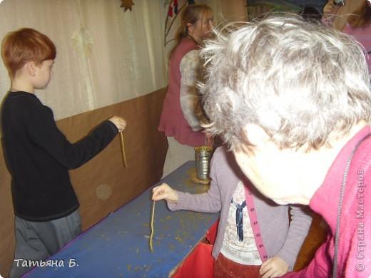 """Хочу поделиться фото репортаж ом с Рождественской ярмарки.. Столько все там было интересного и необычного.  Руками детей было сделано множество поделок.  Такой там был  теплый дух.. Так было приятно там  прибывать.. Ходить по этажам.. Попадать то на корабль """"Гале он"""" то в русскую избу.. фото 51"""
