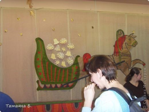 """Хочу поделиться фото репортаж ом с Рождественской ярмарки.. Столько все там было интересного и необычного.  Руками детей было сделано множество поделок.  Такой там был  теплый дух.. Так было приятно там  прибывать.. Ходить по этажам.. Попадать то на корабль """"Гале он"""" то в русскую избу.. фото 62"""