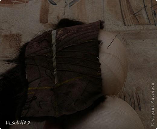 Как вы уже наверное поняли заяц сшит из меха и капрона. А именно из меха нутрии. Руки и ноги держаться на шнурке.  фото 7
