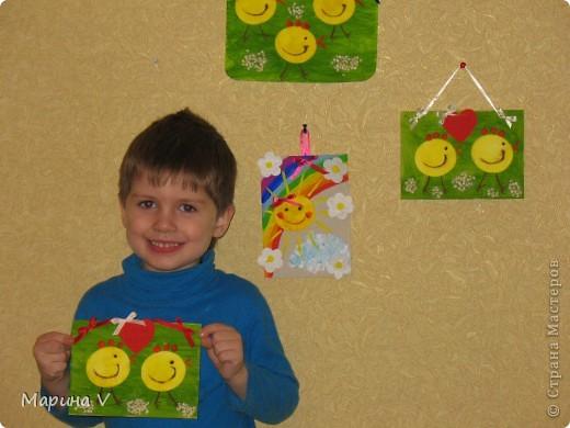 Вот такое радужно-ромашковое солнышко получилось у нас с Илюшей(ему 3,5 годика).А возникло оно благодаря подробному МК Анат,за что ей ОГРОМНОЕ спасибо.Начали мы,конечно,с цыплят в вышеупомянутом МК,а солнышко придумал Илья. фото 5