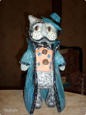 кота увидела в интернете из глины, решила попробовать сделать его из бумаги, в итоге занял 2 месте на областном конкурсе поделок среди учителей (сестра учитель).