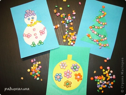В начале своей работы в новой роли пробовала делать картинки новогодние  из разноцветного гороха. фото 1