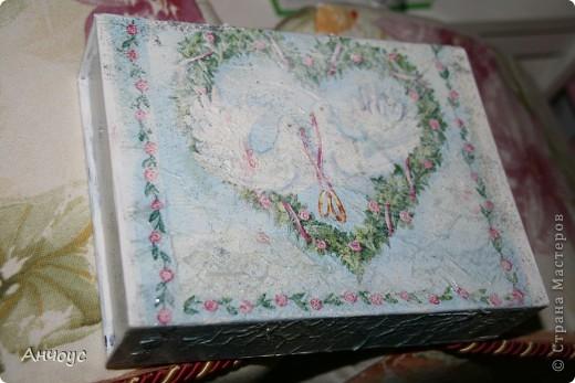 Коробка из-под масок косметических, салфетка многослойная, акриловая белая краска, акриловый лак, сухие блёстки... фото 2