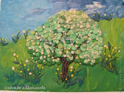 Весна, яблоня в цвету
