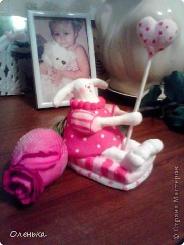 Вот такую зайчиху увидела в одном из журналов. Решила поробывать что-то подобное слепить в подарок своей любимой племяннице. Теперь и себе ткаую хочется))). фото 1