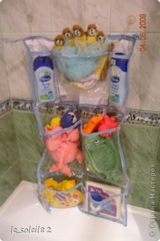 Такое вот панно сшила в ванну для игрушек дочери. Панно сшито из плотного пакета. Края заделаны косой бейкой, которая сделана из пеленок дочки.  фото 7