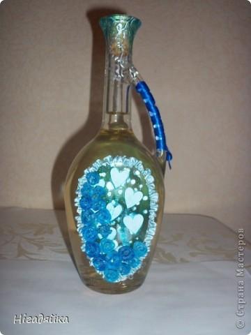 Розочки сделаны из пластики и приклеены на силикон,  использовано 2 ленточки синяя (на ручке) и голубая (при собрана в рюшечки) голубые сердечки вырезаны из бумаги и сверху покрыта витражной голубой краской, розочки присыпаны блестками. фото 5