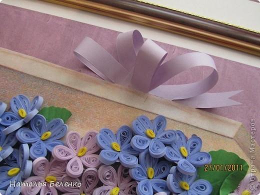 Здравствуйте, уважаемые жители моей любимой Страны!!!Представляю Вашему вниманию свою очередную цветочную композицию. На этот раз это фиалки. Коробочка - распечатанная на принтере картинка, бант сделан из бумажной ленты. Размер работы - 20*30см. фото 6