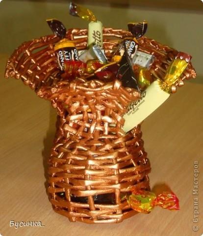 Вот такой башмачок я подарила сотруднице на день рождения. А как средство от депрессии - я наполнила его конфетами. фото 3