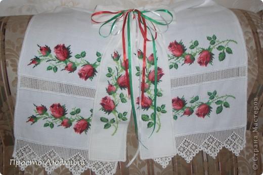 На свадьбу дочери традиционно вышивался рушник под каравай. фото 1