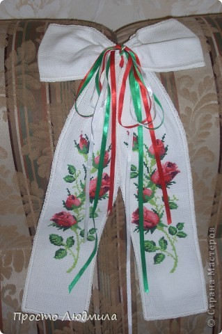 На свадьбу дочери традиционно вышивался рушник под каравай. фото 3