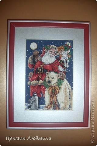 Новогодние картинки мы вешаем в предверии новогоднего праздника, украшая дом.