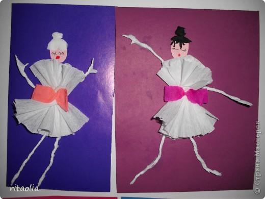 """Вот таких балерин мы с детьми сделали по книге Н.В. Дубровской """"Аппликация из гофрированной бумаги"""" фото 1"""