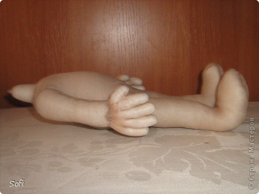 Всем доброго времени суток!!!! Хочу показать Вам  дорогие Мастерицы мою новую куклу. Как часто это бывает с созданием  кукол, задумка была одна, а кукла  родилась, и  сказала, кем ей быть. Посмотрела я на неё и увидела персонаж из  мультика  про «Маленького Мука», который терпел много мук. Ещё хочу показать Вам  некоторые этапы рождения куклы, как делаю это я (ссылаясь, на МК Мастериц Страны Мастеров выделила для себя  всё то, что сочла для себя самым удобным, такой сборкой и пользуюсь). Так же покажу, как я сделала  своей кукле обувь в восточном стиле. Надеюсь,  моя информация будет кому-то полезна. Приятного всем просмотра. фото 10