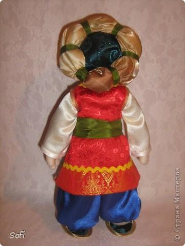Всем доброго времени суток!!!! Хочу показать Вам  дорогие Мастерицы мою новую куклу. Как часто это бывает с созданием  кукол, задумка была одна, а кукла  родилась, и  сказала, кем ей быть. Посмотрела я на неё и увидела персонаж из  мультика  про «Маленького Мука», который терпел много мук. Ещё хочу показать Вам  некоторые этапы рождения куклы, как делаю это я (ссылаясь, на МК Мастериц Страны Мастеров выделила для себя  всё то, что сочла для себя самым удобным, такой сборкой и пользуюсь). Так же покажу, как я сделала  своей кукле обувь в восточном стиле. Надеюсь,  моя информация будет кому-то полезна. Приятного всем просмотра. фото 6