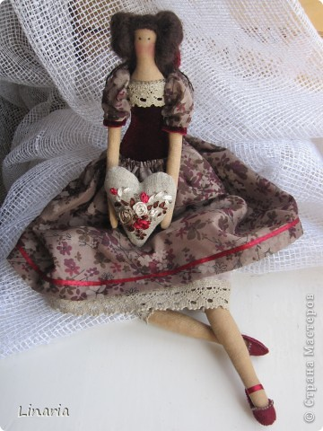 Куколка около 33 см. Ткань окрашена кофе. Сердечко наполнено молотым кофе, запах замечательный. Утренний и бодрящий.  фото 1