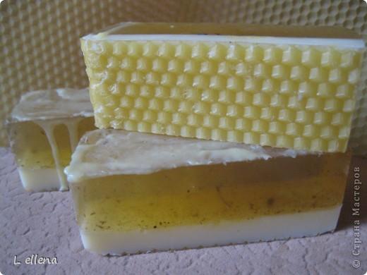 Медовое мыло. С добавлением косметических масел, ромашки аптечной, меда башкирского, с вощиной.  фото 2