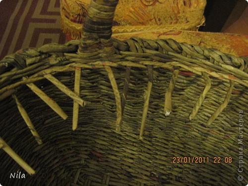Наконец-то закончила корзинку для пикника. Красила трубочки водной морилкой Дуб. Готовую корзинку покрыла клеем ПВа и 2 раза аквалаком. фото 17
