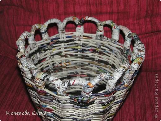 Вот такая получилась корзинка из журнальных трубочек. фото 2