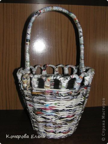 Вот такая получилась корзинка из журнальных трубочек. фото 3