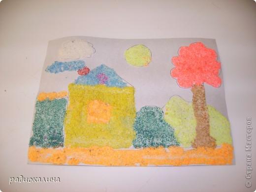 Я обещала рассказать друзьям - рукодельницам нашего сайта как я крашу материалы для своих работ. Вот на фото несколько плошек с разноцветной манкой для детского творчества - ребятишкам нравится сыпать на рисунки крупу и получать картины яркие и интересные. фото 2