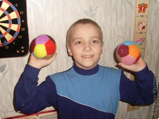 Я решил вам показать Мк на киндер-сюрприз или просто на маленький мячик. Ну если сказать по настоящему то это не обыкновенный мяч. У него есть функция погремушки. И как это сделать я сейчас покажу. фото 11