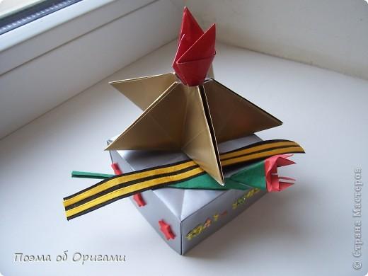 Каждый год мы отмечаем Победу в Великой Отечественной войне. Наш импровизированный «вечный огонь» в технике оригами символ памяти о каждом солдате, отдавшему жизнь за мирное небо.   фото 26