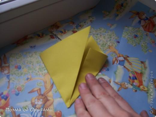 Более десяти лет назад в руках известного мастера оригами Пауло Мулатино (Германия) родилась идея декоративной подставки  для яиц . Очаровательный зайчик, трогательно прижимающий к себе пасхальное яичко оказался только началом. Обе модели складываются совсем несложно и достаточно быстро и доставят огромную радость Вам и Вашим детям. Для каждой поделки понадобится два квадрата размером 20х20.  фото 10