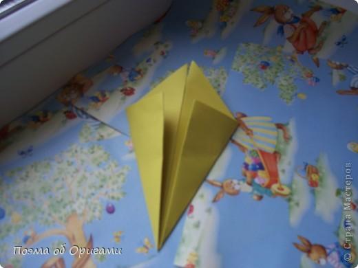 Более десяти лет назад в руках известного мастера оригами Пауло Мулатино (Германия) родилась идея декоративной подставки  для яиц . Очаровательный зайчик, трогательно прижимающий к себе пасхальное яичко оказался только началом. Обе модели складываются совсем несложно и достаточно быстро и доставят огромную радость Вам и Вашим детям. Для каждой поделки понадобится два квадрата размером 20х20.  фото 11