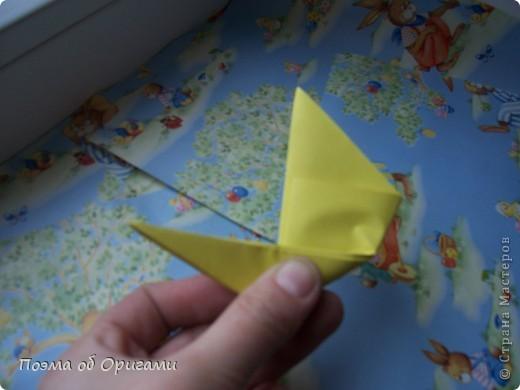 Более десяти лет назад в руках известного мастера оригами Пауло Мулатино (Германия) родилась идея декоративной подставки  для яиц . Очаровательный зайчик, трогательно прижимающий к себе пасхальное яичко оказался только началом. Обе модели складываются совсем несложно и достаточно быстро и доставят огромную радость Вам и Вашим детям. Для каждой поделки понадобится два квадрата размером 20х20.  фото 13