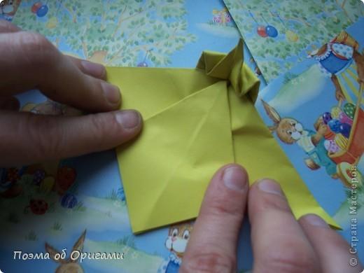 Более десяти лет назад в руках известного мастера оригами Пауло Мулатино (Германия) родилась идея декоративной подставки  для яиц . Очаровательный зайчик, трогательно прижимающий к себе пасхальное яичко оказался только началом. Обе модели складываются совсем несложно и достаточно быстро и доставят огромную радость Вам и Вашим детям. Для каждой поделки понадобится два квадрата размером 20х20.  фото 20