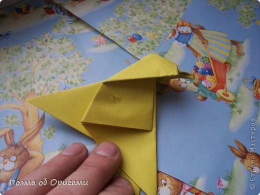 Более десяти лет назад в руках известного мастера оригами Пауло Мулатино (Германия) родилась идея декоративной подставки  для яиц . Очаровательный зайчик, трогательно прижимающий к себе пасхальное яичко оказался только началом. Обе модели складываются совсем несложно и достаточно быстро и доставят огромную радость Вам и Вашим детям. Для каждой поделки понадобится два квадрата размером 20х20.  фото 21