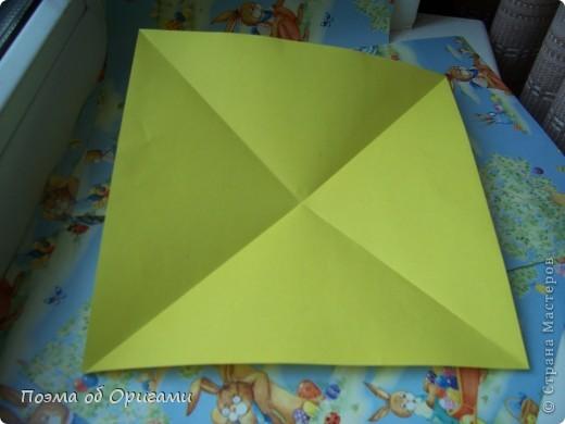 Более десяти лет назад в руках известного мастера оригами Пауло Мулатино (Германия) родилась идея декоративной подставки  для яиц . Очаровательный зайчик, трогательно прижимающий к себе пасхальное яичко оказался только началом. Обе модели складываются совсем несложно и достаточно быстро и доставят огромную радость Вам и Вашим детям. Для каждой поделки понадобится два квадрата размером 20х20.  фото 22