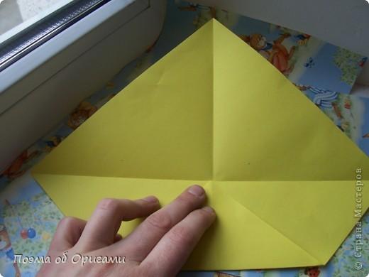 Более десяти лет назад в руках известного мастера оригами Пауло Мулатино (Германия) родилась идея декоративной подставки  для яиц . Очаровательный зайчик, трогательно прижимающий к себе пасхальное яичко оказался только началом. Обе модели складываются совсем несложно и достаточно быстро и доставят огромную радость Вам и Вашим детям. Для каждой поделки понадобится два квадрата размером 20х20.  фото 23
