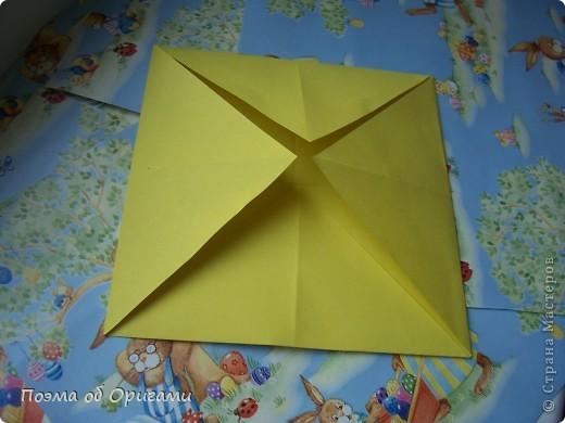Более десяти лет назад в руках известного мастера оригами Пауло Мулатино (Германия) родилась идея декоративной подставки  для яиц . Очаровательный зайчик, трогательно прижимающий к себе пасхальное яичко оказался только началом. Обе модели складываются совсем несложно и достаточно быстро и доставят огромную радость Вам и Вашим детям. Для каждой поделки понадобится два квадрата размером 20х20.  фото 24
