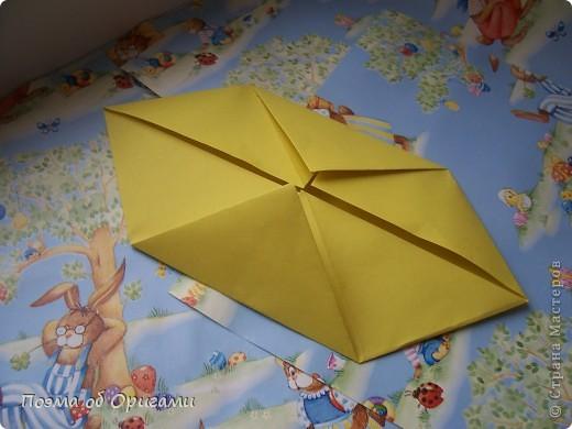 Более десяти лет назад в руках известного мастера оригами Пауло Мулатино (Германия) родилась идея декоративной подставки  для яиц . Очаровательный зайчик, трогательно прижимающий к себе пасхальное яичко оказался только началом. Обе модели складываются совсем несложно и достаточно быстро и доставят огромную радость Вам и Вашим детям. Для каждой поделки понадобится два квадрата размером 20х20.  фото 25