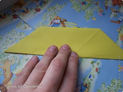 Более десяти лет назад в руках известного мастера оригами Пауло Мулатино (Германия) родилась идея декоративной подставки  для яиц . Очаровательный зайчик, трогательно прижимающий к себе пасхальное яичко оказался только началом. Обе модели складываются совсем несложно и достаточно быстро и доставят огромную радость Вам и Вашим детям. Для каждой поделки понадобится два квадрата размером 20х20.  фото 26