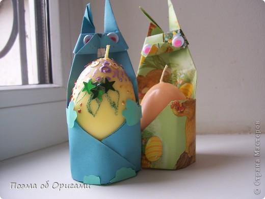 Более десяти лет назад в руках известного мастера оригами Пауло Мулатино (Германия) родилась идея декоративной подставки  для яиц . Очаровательный зайчик, трогательно прижимающий к себе пасхальное яичко оказался только началом. Обе модели складываются совсем несложно и достаточно быстро и доставят огромную радость Вам и Вашим детям. Для каждой поделки понадобится два квадрата размером 20х20.  фото 4