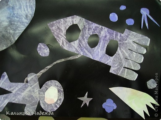 """После """"второго полета"""" решила показать детям способ окрашивания бумаги с помощью пакета. Просто потрясающий эффект! У детей столько радости и восторга было  от полученных результатов! Спасибо Татьяне Николаевне за МК!!! фото 9"""