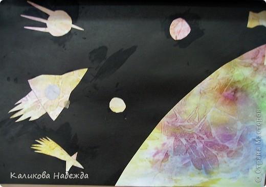 """После """"второго полета"""" решила показать детям способ окрашивания бумаги с помощью пакета. Просто потрясающий эффект! У детей столько радости и восторга было  от полученных результатов! Спасибо Татьяне Николаевне за МК!!! фото 11"""