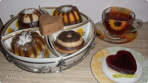 Набор пироженных апельсиново-шоколадное, медово-бисквитное, клубнично-шоколадный бисквит, шоколадный с вареной сгущенкой кекс, коричная печенька, печенька шоколадно-клубничная. фото 2