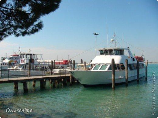 Мы едем в Венецию. Это была моя мечта ,я думала,что несбыточная... На этом катере  домчались туда за 20 минут и 7,5 евро... фото 1