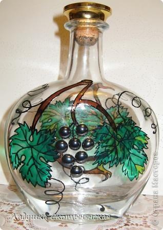 """Это результат новогодних каникул. Бутылки интересной формы  расписала немецкими красками по стеклу. """"Виноградинки"""" купила в отделе аквариумистики. фото 4"""