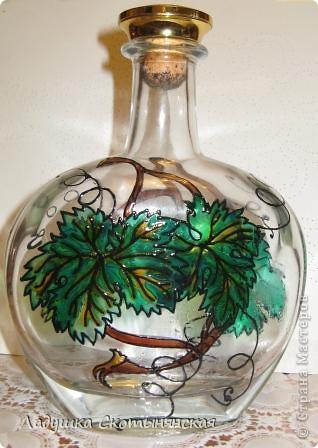 """Это результат новогодних каникул. Бутылки интересной формы  расписала немецкими красками по стеклу. """"Виноградинки"""" купила в отделе аквариумистики. фото 5"""